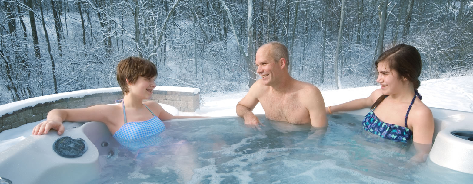 Hot-Tub-Winter-Family-Fun