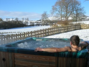 hot-tub-in-the-snow