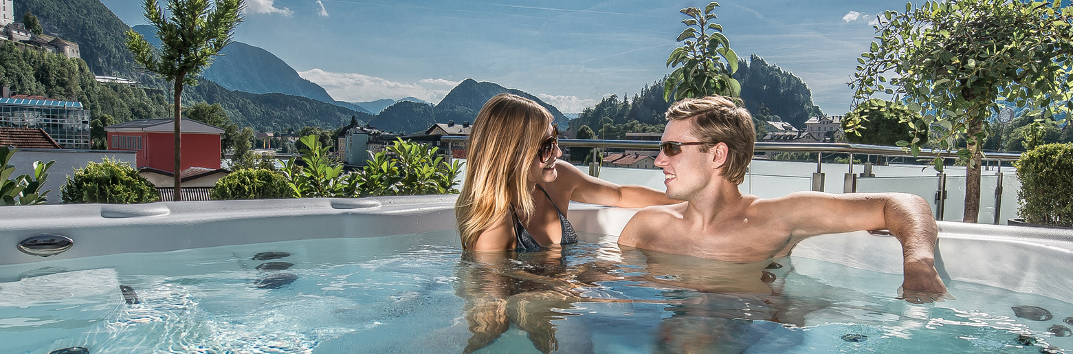 couple-in-spa-in-the-wmountains