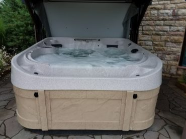 Coast Spas Horizon-Demo $7750
